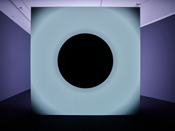 Zaalopname 'Ryoji Ikeda', Eye Filmmuseum, Amsterdam, foto: Studio Hans Wilschut