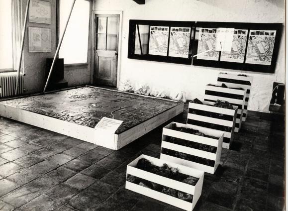 Wim T. Schippers, Pindakaasvloer, 1962. Tentoonstelling Project & Object, Galerie Mickery, Loenersloot, 1969, Collectie Theater Instituut Nederland, Archief Mickery - ©Pictoright Amsterdam 2019.jpg