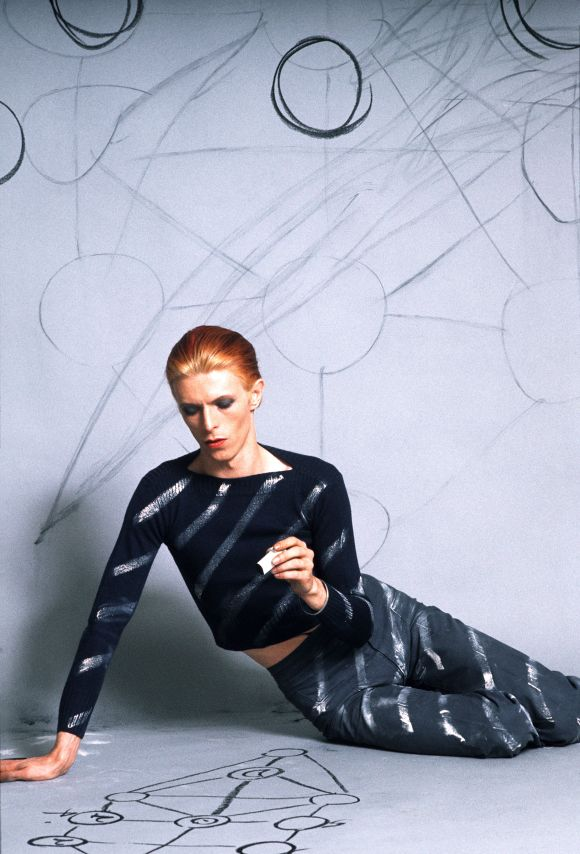 01. Steve Schapiro, David Bowie In Diagonal Stripes, 1974 © Getty Images.jpg